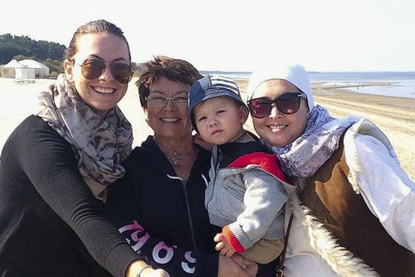 Родные Фриске души не чают в ребенке. На фото – Наташа, Ольга Владимировна, Платон иЖанна