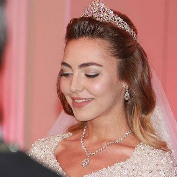 Голову невесты украшала корона стоимостью пять миллионов евро