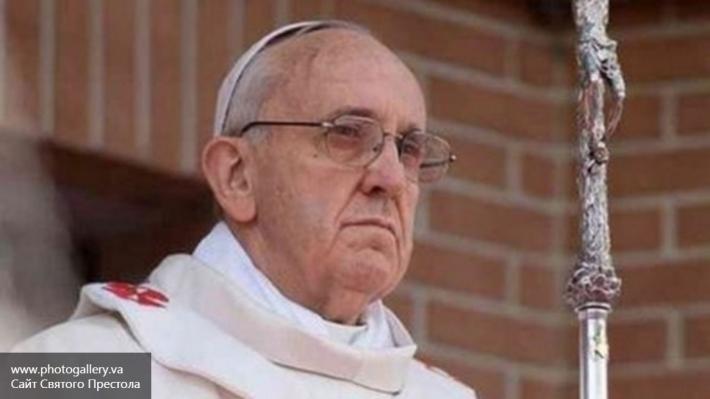 Папа Римский возглавил Крестный путь у стен Колизея