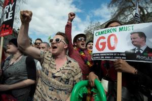 В Британии прокатилась волна протестов: в Лондоне митингуют, требуя отставки Кэмерона