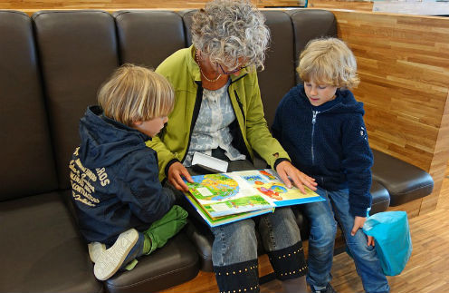 Любовь особая: как появление внуков меняет жизнь звезд