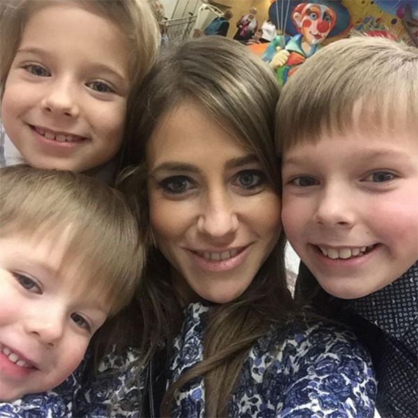 Юлия с детьми Артемом, Яной и Арсением