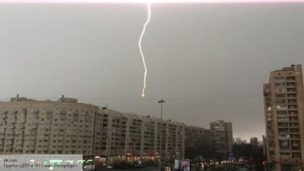 МЧС предупреждает о надвигающейся на Москву мощной грозе