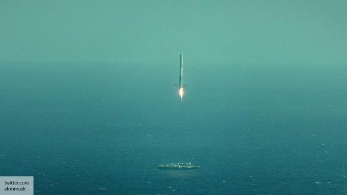 SpaceX впервые удачно посадила ракету Falcon 9 на плавучую платформу