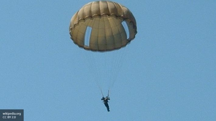 Старейший десантник России в 91 год прыгнул с парашютом