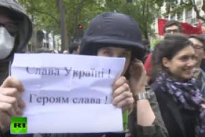 """Во Франции журналистам российского канала """"досталось"""" от украинских патриотов"""