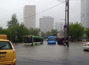 Соцсети высмеяли фото затопленной после ливня Москвы: Операция НАТО прошла успешно!