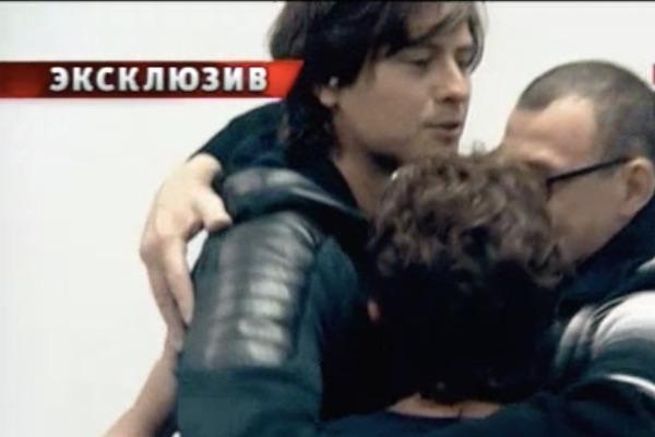 Семья Прохора Шаляпина обнялась перед тем, как расстаться в стенах больницы
