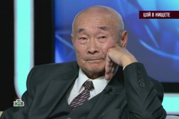 Роберт Цой пообещал помочь пенсионерке