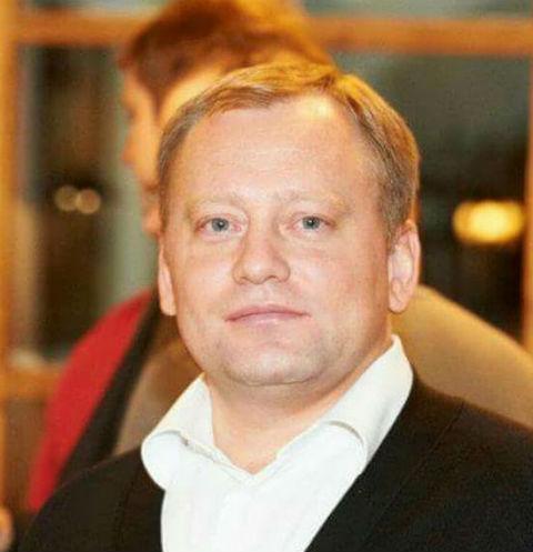 Сергей Ткаченко не смог удержать равновесие на подоконнике