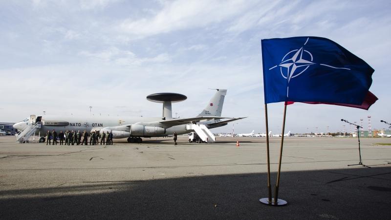 Самолет-шпион НАТО два часа кружил возле границы Калининградской области