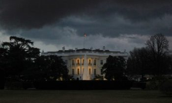 Представителей ведущих СМИ США не пустили на брифинг Белого дома —CNN