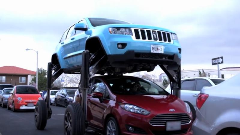 Американцы научили джип «перешагивать» через машины в пробках