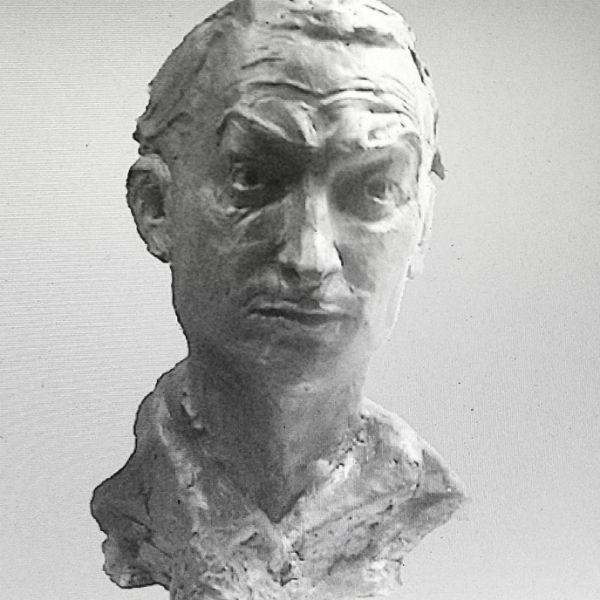 Скульптурный портрет Георгия Вицина разработала дочь артиста