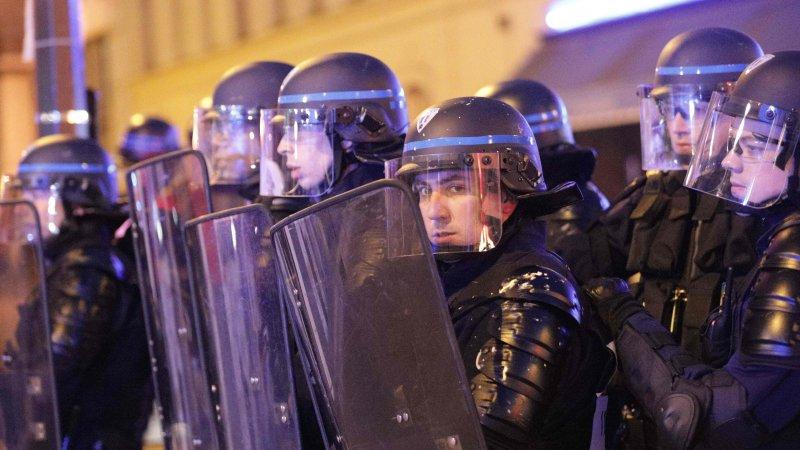 Полиция Парижа применила слезоточивый газ для разгона демонстрантов
