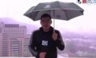 Китайского журналиста ударило молнией в эфире