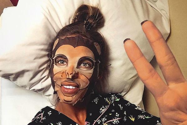 Артистка любит экспериментировать со средствами по уходу за кожей