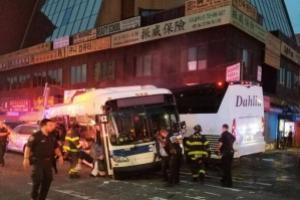 В США столкнулись два автобуса: 3 человека погибли, 16 получили ранения