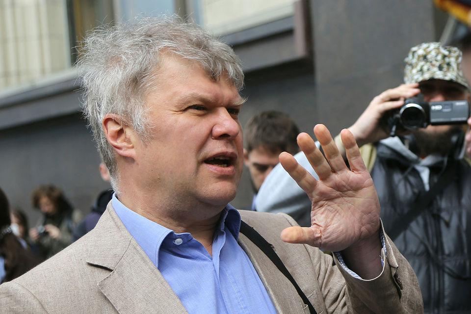 Лидер московского «Яблока» Сергей Митрохин, который хочет выдвигаться в мэры Москвы, обвинял Каца в рейдерстве