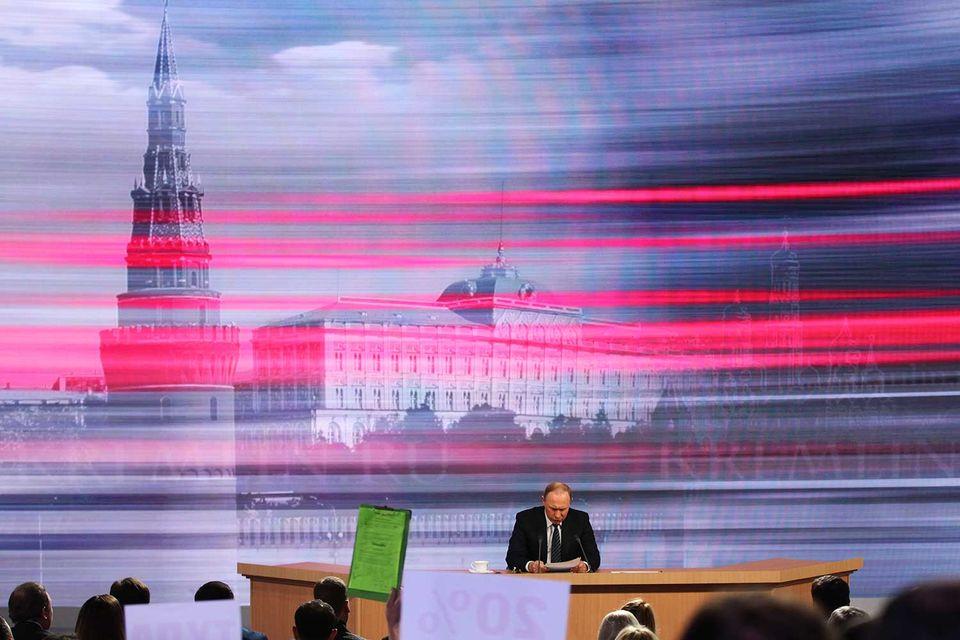 Главным фактором устойчивости положения губернатора являются его связи в окружении президента, так называемом политбюро, полагают эксперты компании «Минченко консалтинг»