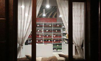 Винодельня, которую связывают с Андреем Костиным, запускает сеть баров