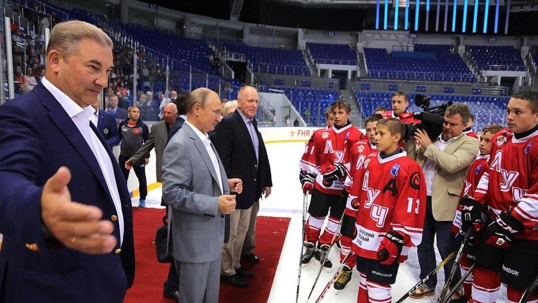 Путин с участниками суперсерии-72 пожелал удачи юным хоккеистам в Сочи