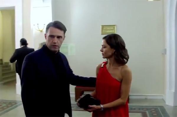 Елена Лядова предпочитает платья свободного кроя
