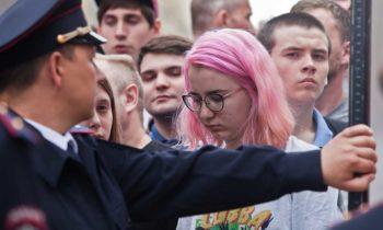 Узаконить наказание взрослых за участие детей в протестах будет сложно