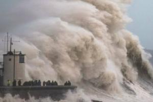 Великобританию атаковал шторм «Брайан»