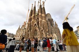 Туристы отказываются от Каталонии