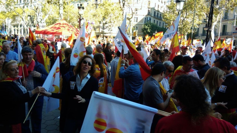 Протестующие остановили работу железнодорожного вокзала в Барселоне