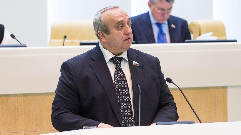 Реакция на успехи в Сирии: Клинцевич объяснил расходы США на «противодействие России»