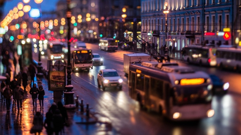 Девушка упала с крыши Театра марионеток на Невском проспекте Петербурга