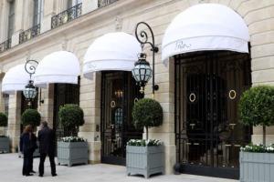 В Париже незадачливые грабители потеряли сумку с украшениями