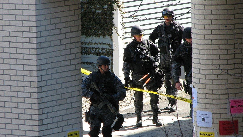 Порядка 20 человек пострадали при стрельбе в школе на юге Флориды