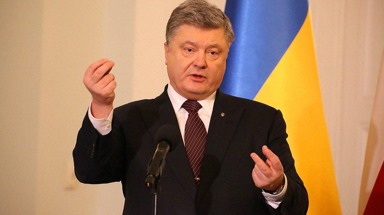 Обыск блондинок и вопрос не по теме: Порошенко допросили по делу о «госизмене» Януковича