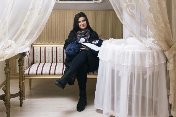 Победитель «Битвы экстрасенсов» Виктория Райдос выписалась из роддома