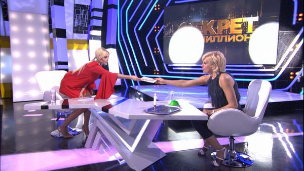 Алена Свиридова беседует с ведущей программы Лерой Кудрявцевой