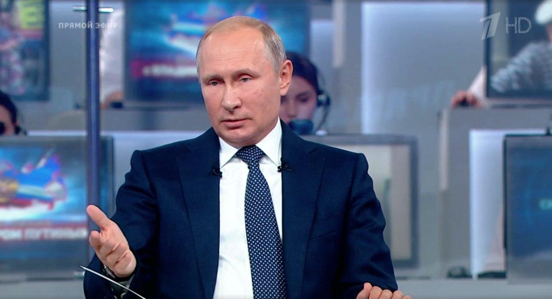 Депутаты прокомментировали решение Путина сохранить ключевые фигуры в АП