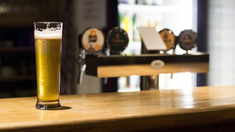 Эксперты назвали города мира с самым дорогим и самым дешевым пивом