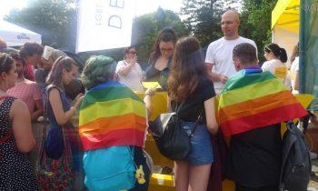 «Геи в порядке, можно грабить»: украинские власти дали бой радикалам, а Кобзарь стал лицом ЛГБТ
