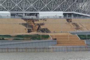 В день финала ЧМ в Волгограде начал рушиться стадион, а новую дорогу размыло дождем