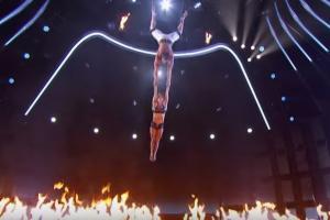 На популярном американском шоу партнер не удержал гимнастку: ошеломляющее видео