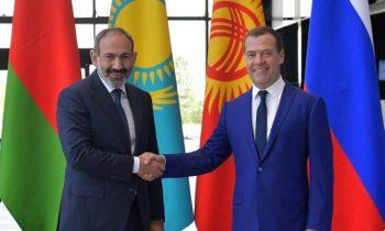 Цветная революция на Кавказе вызывает возмущение у России