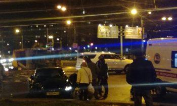 «Газель» с плиткой перевернулась на Луначарского, водитель попал в реанимацию