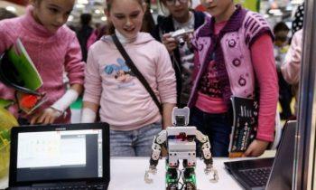 Почему в России столь успешно вовлекают женщин в сферу технологий?