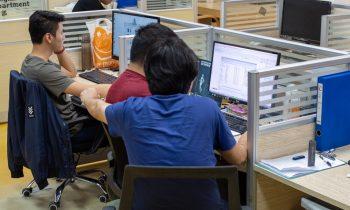 Как в Китае производят защитные стекла для смартфонов
