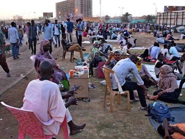 Военный совет Судана пообещал наказать виновных в разгоне демонстрации