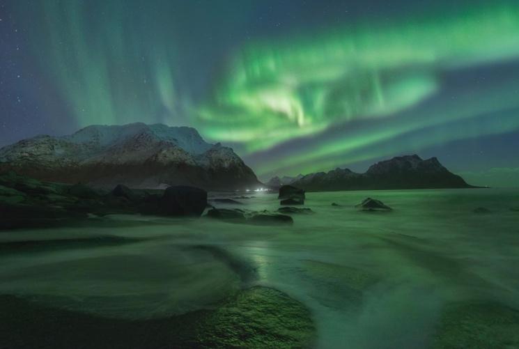 Эффект полярного сияния на полярных полюсах Земли