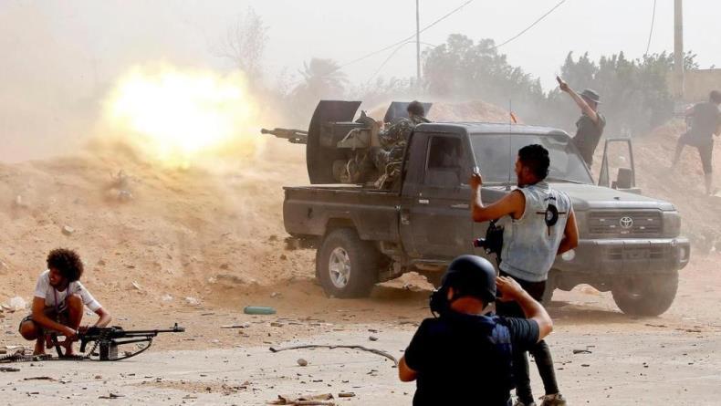 Украина перевозит тяжелое вооружение в Триполи
